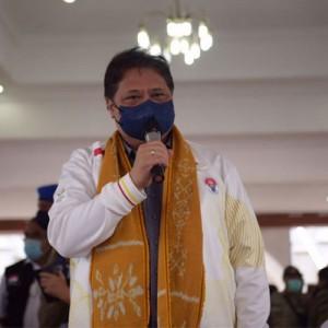 Tinjau Vaksinasi di Kota Ambon, Menko Airlangga Apresiasi Antusiasme Warga untuk Segera Capai Herd Immunity