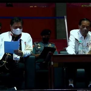 Menko Airlangga Dampingi Presiden Jokowi Tinjau Arena Wushu PON XX