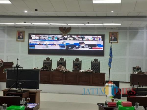 Rapat Paripurna agenda Penyampaian Jawaban Wali Kota atas Pemandangan Umum Fraksi terhadap Ranperda APBD Tahun anggaran 2022, Senin (4/10/2021). (Arifina Cahyanti Firdausi/MalangTIMES).