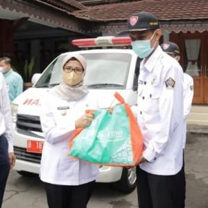 Peduli Pejuang Covid-19, BNI Serahkan Bantuan Paket Sembako ke Pemkab Blitar