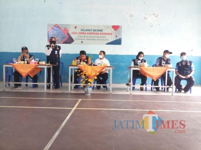 Evaluasi tim juri lomba Kampung Bersinar di RW 09 Kelurahan Merjosari (foto: Hendra Saputra/MalangTIMES)