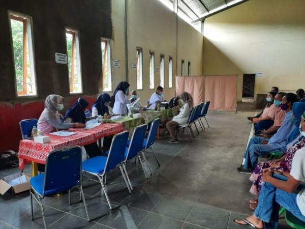 Pelaksanaan vaksinasi di Kecamatan Tajinan.(foto:istimewa)
