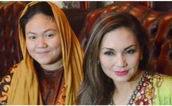 Olivia Nathania (kiri) dan ibunya, Nia Daniaty. (Foto: Tribun)