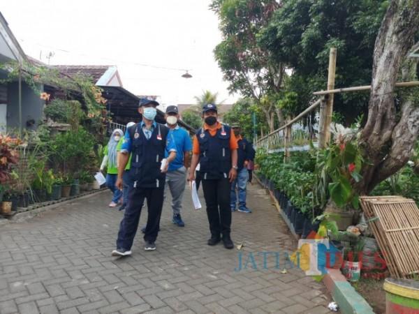 Suasana penilaian tim juri lomba Kampung Bersinar di RW 09 Kelurahan Merjosari (foto: Hendra Saputra/ MalangTIMES)