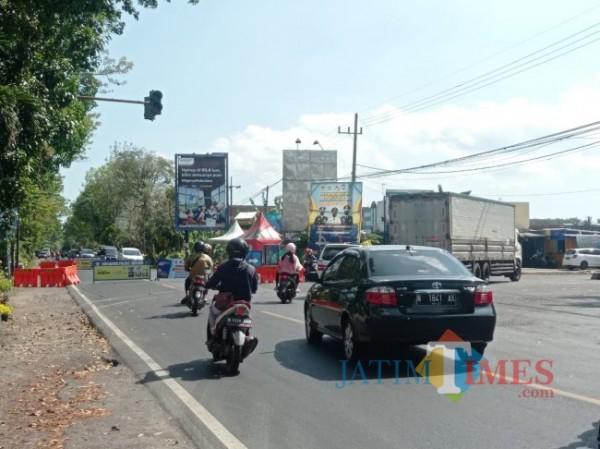 Arus lalu lintas di Kabupaten Malang (foto: Hendra Saputra/ MalangTIMES)