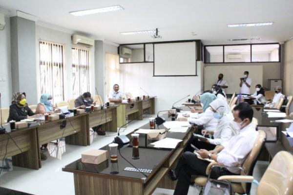 Komisi IV DPRD Kab Blitar audiensi dengan tenaga honorer Disdik.(Foto ; Humas DPRD Kab Blitar)