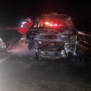 Mobil Ambulans Terbakar di Tol Jombang Usai Antar Jenazah ke Bangkalan