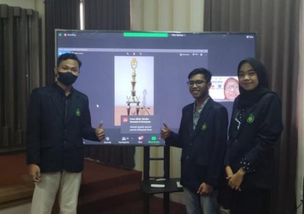 Tiga mahasiswa dari Prodi Akuntansi, yakni Rifqi Rizaldi, Achmad Nur Huda, dan Nafachatus Shachariyah berhasil memenangkan Juara 1 pada ajang Kompetisi Olimpiade Akuntansi Nasonal (KOAN) 2021 (Ist)