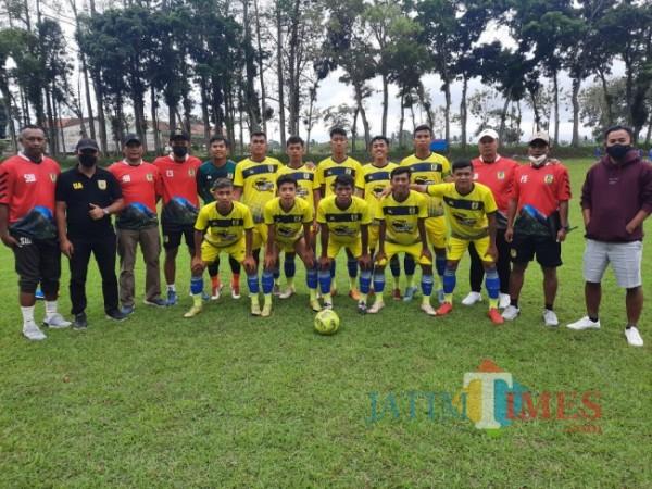 Tim Banyuwangi Putra bersama managemen dan pelatih saat try out di Malang (Managemen BP to JatimTIMES)