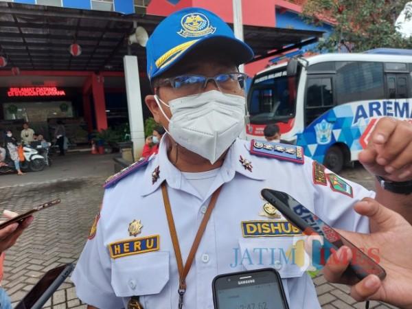 Kepala Dinas Perhubungan Kota Malang Heru Mulyono saat ditemui awak media di Halaman Stadion Gajayana Malang. (Foto: Tubagus Achmad/ JatimTIMES)