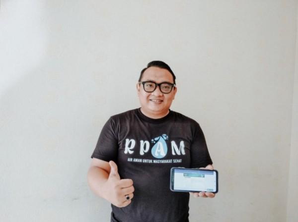 Pegawai Perumda Air Minum Tugu Tirta Kota Malang bagian teknologi dan informasi, yakni Agung Putra Kusuma. (Foto: Humas BPJS Kesehatan Cabang Malang)