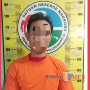 Kena OTT, Tukang Bangunan Rangkap Pengedar Sabu di Tulungagung Tak Berdaya di Hadapan Polisi