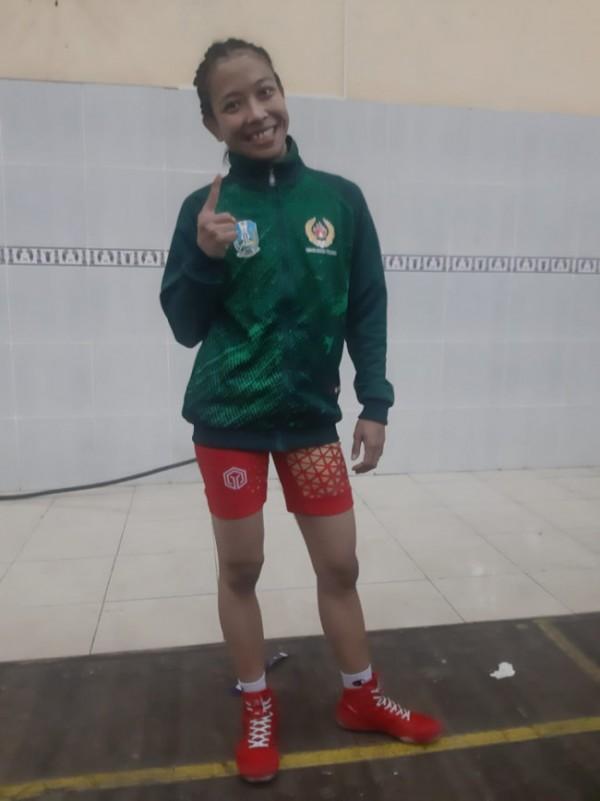 Atlet gulat putri asal Kecamatan Tumpang, Shintia Eka Arfenda yang menyumbang satu emas untuk Jatim (foto: Humas KONI Kabupaten Malang for MalangTIMES)