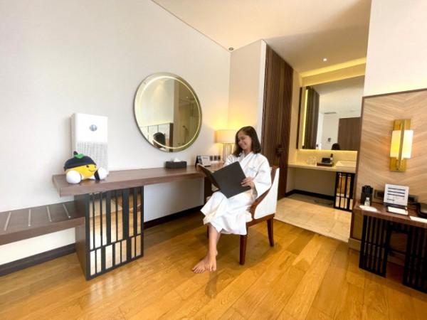 Kenikmatan fitur Air Purifier yang terdapat di Golden Tulip Holland Resort Batu Hotel. (Foto: Istimewa)