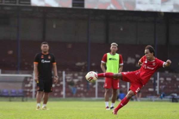 Pemain Persik saat bertanding beberapa waktu lalu.(foto : istimewa)