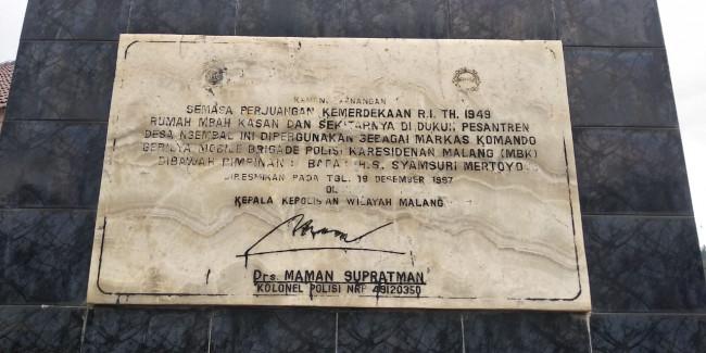 Prasasti peresmian monumen penanda bekas Markas Komando Gerilya Mobile Brigade di Desa Ngembal, Kecamatan Wajak, Kabupaten Malang.