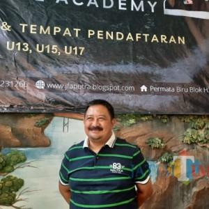 Cetak Pesepak Bola Muda, Pelatih Jaya Hartono Dirikan Sekolah Sepak Bola