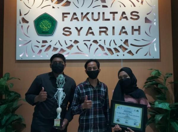 Tiga mahasiswa yang tergabung dalam satu tim, yakni Al Muazzami dan Achmad Wahid Wibisono,mahasiswa angkatan 2018, serta Samarchony Safira, mahasiswa angkatan 2019. (Ist)