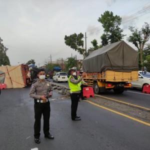 Truk Terguling, Jalur Malang-Surabaya di Lawang Macet