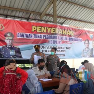 Kapolres Ngawi Serahkan Bantuan Tunai bagi 179 PK5 dan Warung, 21 Orang Terkendala NIK