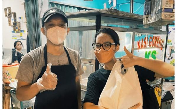 Mantan pegawai KPK jadi penjual nasi goreng (Foto: Twitter)