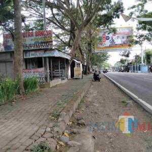 Sejumlah Bangunan Berdiri di Kawasan RTH Kali Molek Kepanjen, Pemilik Ngaku Nyewa