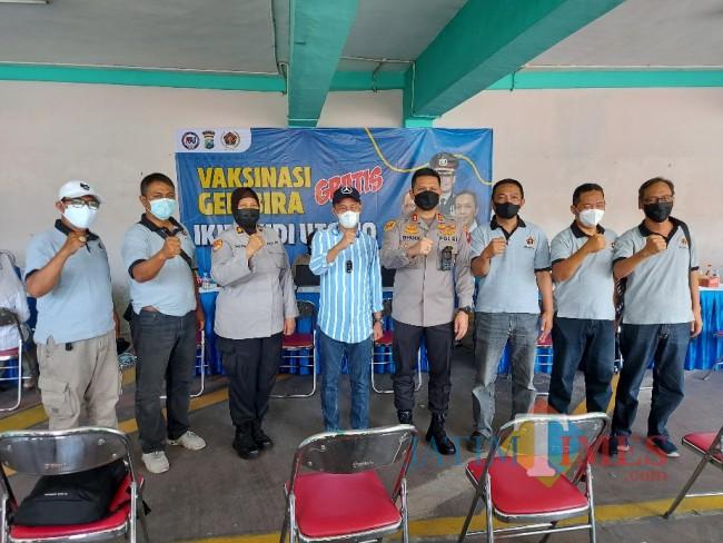 Kapolresta Malang Kota AKBP Budi Hermanto bersama Rektor IKIP Budi Utomo Nur Cholis Sunuyeko dan Ketua PWI Malang Raya Cahyono.