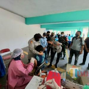 Gandeng IKIP Budi Utomo dan PWI Malang Raya, Polresta Malang Kota Distribusikan 1.000 Dosis Vaksin Sinovac