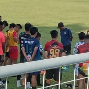 Jelang Kick Off Liga Tiga, Tim Pelatih dan Pemain Persewangi Mundur