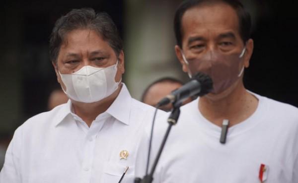 Presiden Joko Widodo dan Menko Perekonomian Airlangga Hartarto (Foto: Dok Istimewa)