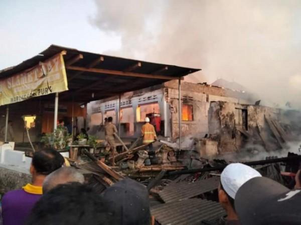 Rumah milik Purnowo yang terbakar pagi ini (Foto : Unggahan Netizen)