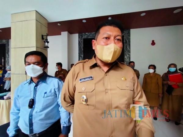 Wabup Malang Didik Gatot Subroto saat didampingi Ketua DPRD Kabupaten Malang Darmadi (foto: Hendra Saputra/MalangTIMES)