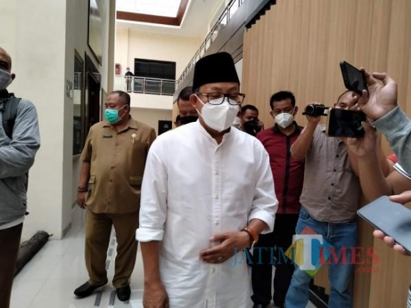 Walikota Malang, Sutiaji usai menjalani sidang di PN Kepanjen.(Foto: Riski Wijaya/MalangTIMES).