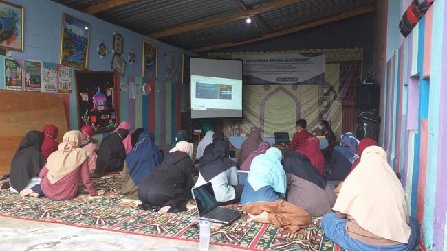 Gelaran pelatihan desain grafis oleh Tim Pengabdian Masyarakat PMPK Universitas Brawijaya di PPTQ Oemah Al-Qur'an Abu Hanifah Malang.