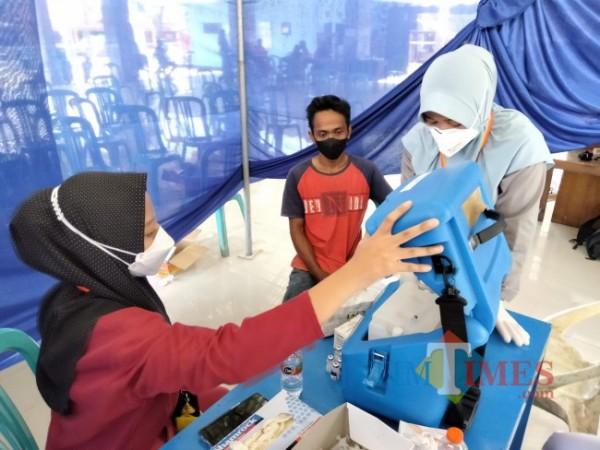 Gelaran vaksinasi di Desa Jatikerto Kecamatan Kromengan.(Foto: Riski Wijayanto/MalangTIMES).