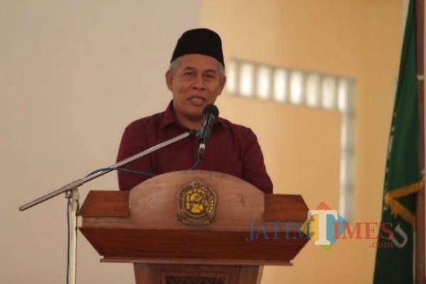KH Marzuki Mustamar Saat menghadiri acara pelantikan ketua PCNU Kota Kediri periode 2021-2026 di Ponpes Lirboyo.(eko arif s/Jatimtimes)