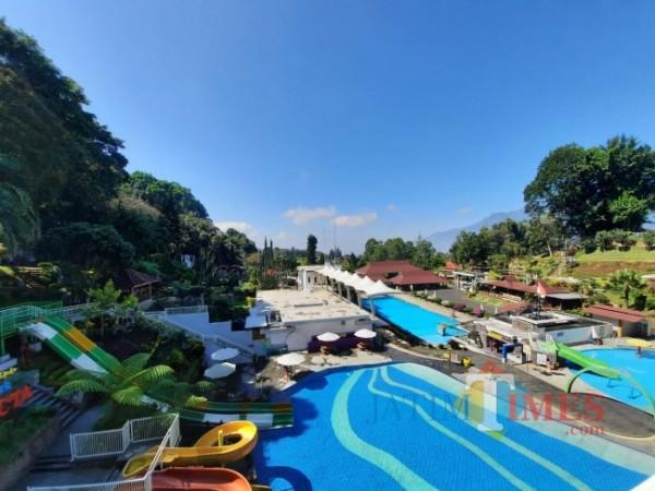 Kolam renang dan water boom Taman Rekreasi Selecta. (Foto: Irsya Richa/MalangTIMES)