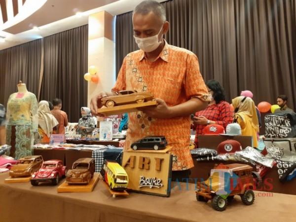 Pameran produk-produk UMKM Kota Malang. (Foto: Arifina Cahyanti Firdausi/MalangTIMES).