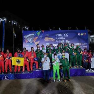 Raih 6 Emas 2 Perak 2 Perunggu, Atlet Kota Batu Bawa Jatim Juara Umum Cabor Paralayang