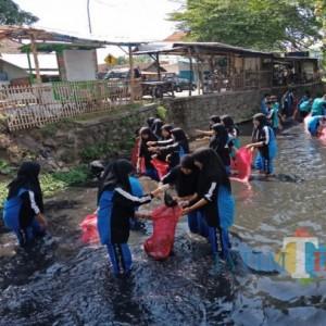 Cara Pelajar Madrasah di Jombang Kurangi Pencemaran Limbah Plastik di Lingkungan