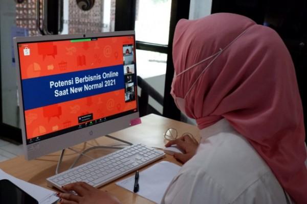 Pemkot Kediri melalui Disperdagin menyelenggarakan kembali Kelas Sobat UKM Shopee Kediri Batch 2 secara virtual pada Rabu (13/10). (Foto: Dok Pemkot Kediri)