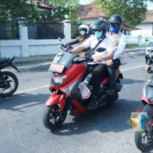 Sambil Mengendarai Sepeda Motor, Bupati Ra Latif Kelilingi 7 Kelurahan di Bangkalan Kota