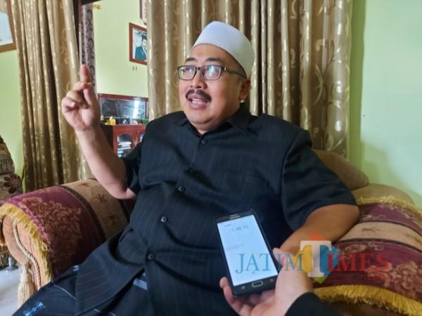 Wakil Ketua Pengurus Wilayah Nahdlatul Ulama (PWNU) Jawa Timur KH Ahmad Fahrur Rozi saat ditemui di kediamannya di Bululawang, Kabupaten Malang, Rabu (13/10/2021). (Foto: Tubagus Achmad/JatimTIMES)