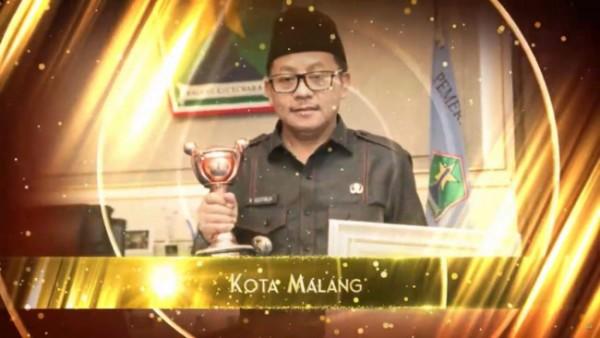 Wali Kota Malang, Sutiaji saat menerima penghargaan APE. (Foto: Istimewa).
