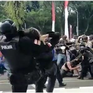 Dikecam Komnas HAM, Aksi 'Smackdown' Oknum Polisi ke Mahasiswa Berujung Saling Memaafkan