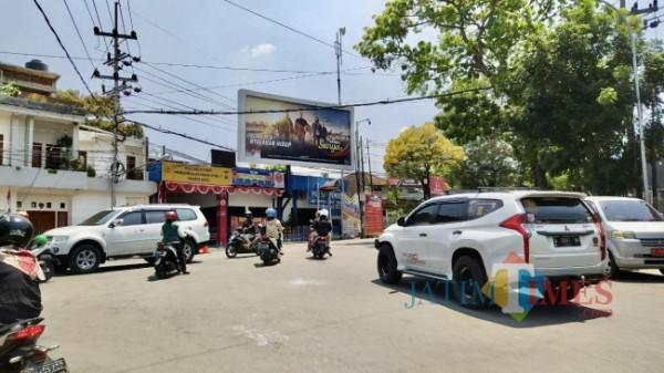 Kondisi lalu lintas di simpang tiga Pendem saat dibuka. (Foto: Irsya Richa/MalangTIMES)