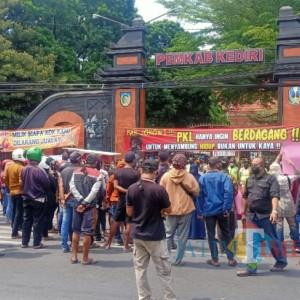 Didesak PKL, Akhirnya Pemkab Kediri Buka Wisata SLG