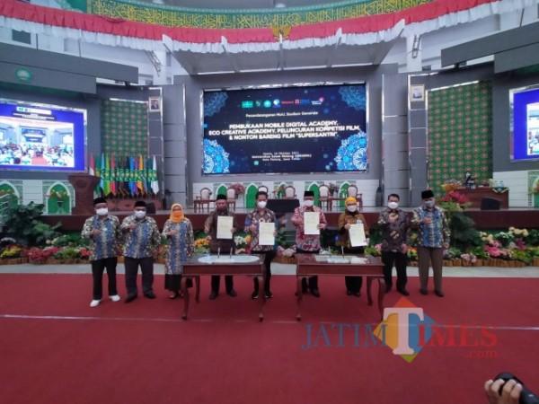 Penandatanganan MoU Unisma dengan perusahaan ternama di Indonesia (Anggara Sudiongko/MalangTIMES)