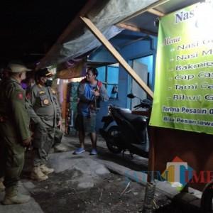 Tegas, BBWS Brantas Minta Pemilik Warung Bongkar Bangunan di Sempadan Sungai Gondanglegi