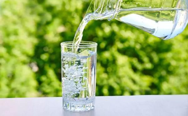 Air putih (Foto: HerBeauty.co)